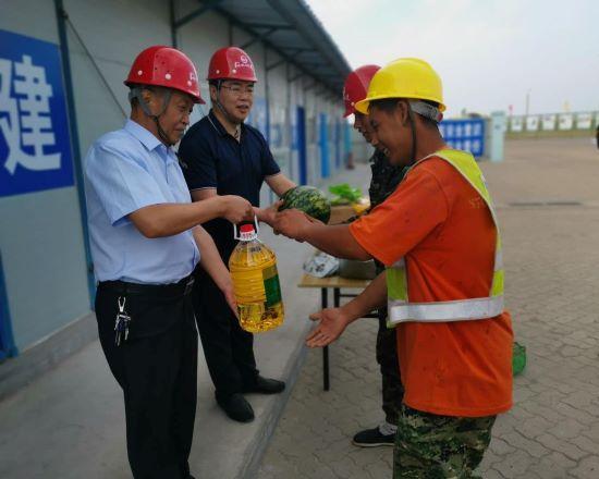 河北建工集团省四建公司领导到锦州港项目慰问